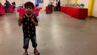 Dil Kare Chu Che - Full Video | Singh Is Bliing | Dance Party, performed by Avikam
