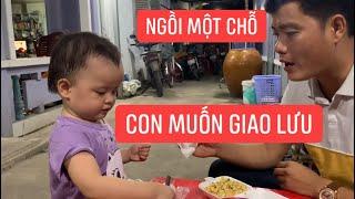 """Con gái rượu Khương Dừa loi nhoi náo loạn xóm trọ, chỉ khóc khi thấy chú """"Đen""""!!!"""