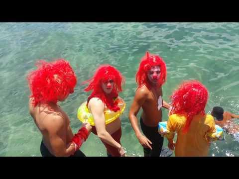 Repórter Favela com meninos peixe Bahia .....Palhaços sem graça