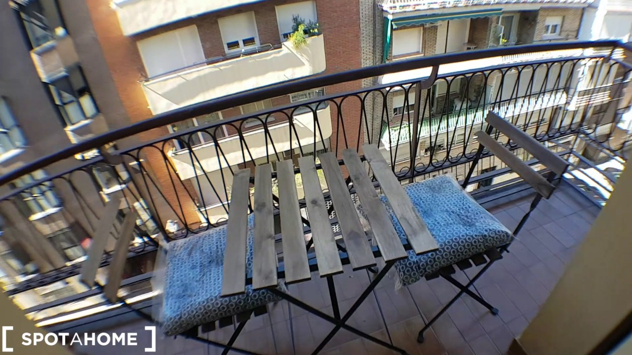 Rooms and beds for rent in a renovated 4-bedroom apartment in Salamanca
