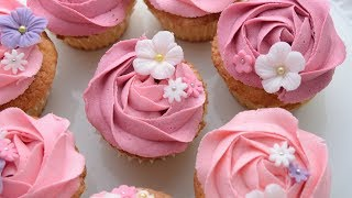 Cupcake Decorations: Buttercream Rosettes With Fondant Flowers - Flower Power