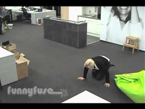 ASI SOMOS, Cuando el jefe no esta en la empresa! (Comedia, Videos de Risa 2012)