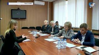 Елена Писарева провела прием граждан в Пестовском районе
