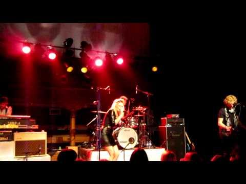 Miss Montreal - Seven Friends (techno versie) [Live @ Poppodium Romein Leeuwarden 23/10/2010] HD