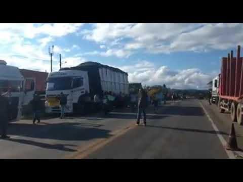 População de Bocaiuva do Sul em apoio aos caminhoneiros