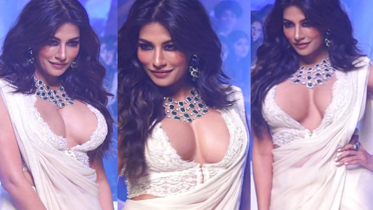 Model-Actress Chitrangada Singh's Hot Ramp Walk