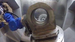 Bearbeitung eines Maschinenteils auf der High Speed Eagle V9