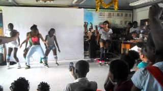 preview picture of video 'colegio español de bata fiesta de don Bosco. las guapas de preu 2013'