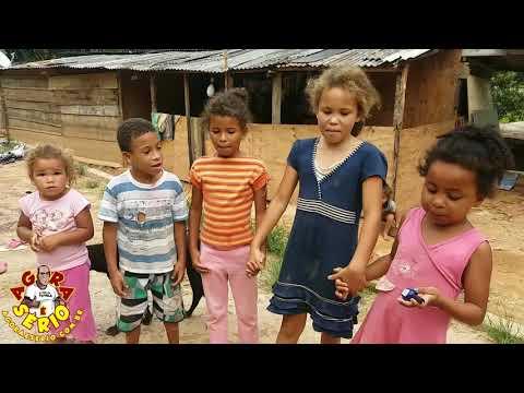 Crianças cantam para a vovó cleusa no morro da Antena