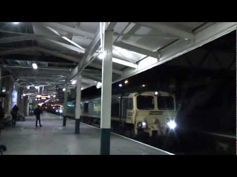 GE testbed loco 70099 & Freightliner 66561 pass through Newp…