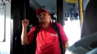 Ukrainiec wygraża się Polakom w miejskim autobusie