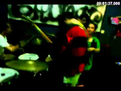 KOMA with deday (famous freak) take drums - live @nabila cafe - endless nameless (cover) 16 10 2011