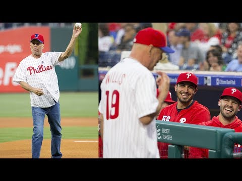 96023646fd0841 Bruce Willis Boo'd by Phillies Fans After Bouncing First Pitch