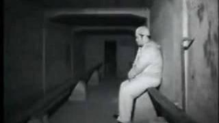 Смотреть онлайн Люди за деньги проводят ночь рядом с призраками