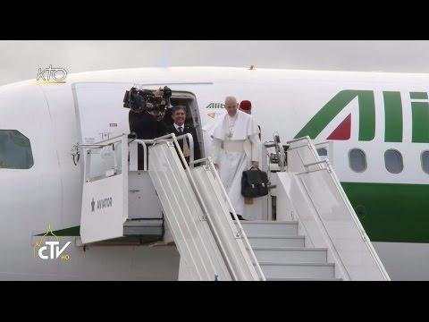 Départ du Pape François de Suède