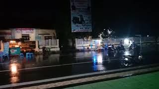 preview picture of video 'Suasana Malam Lapangan Pemuda Bulukumba Lagi Guyur Hujan'
