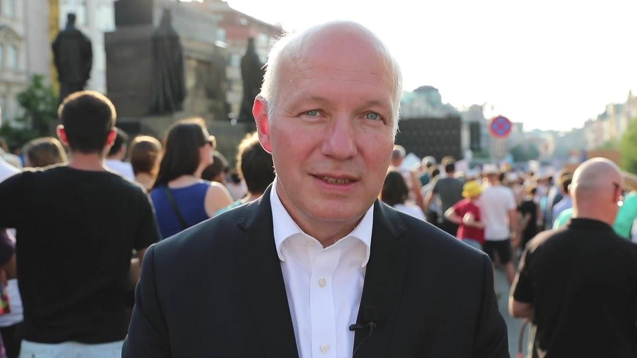 Pavel Fischer z demonstrace na Václavském náměstí