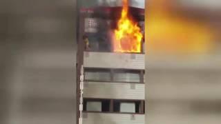 Женщина в Турции рухнула с шестого этажа при попытке спастись от пожара