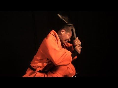 נזירי השאולין מבצעים פעלולים בהילוך איטי