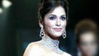 Ishaa Koppikar Turns Chikni Chameli - Bollywood Jalwa