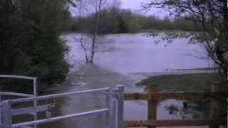 preview picture of video 'Swindon Mouldon Hill Lake - Floodings 2012'