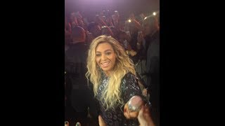 Beyonce | Fan pulls her off stage during Irreplaceable | Manchester | 26/02/14