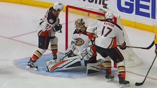 Ducks miss great chance, Predators score moments later thanks to a bad bounce