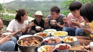Going to the countryside to help grandfather grow rice.Grandma makes chicken for us at noon
