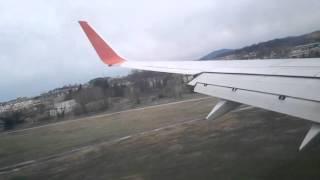 Посадка боинг 737-800 в Адлере. Сильный ветер