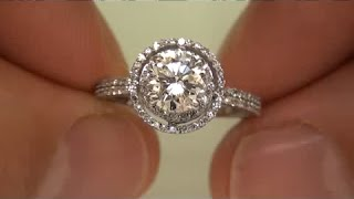 Gambar cover Prominent Housewife Sells Vintage Art Deco Diamond Engagement Ring on eBay