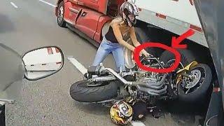 Аварии на мотоцикле Улица велосипед врезался в полу грузовика ездить века 2015 РПЦ видео с аварией