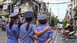 Sài Gòn: Những 'Bóng Hồng' Gác Chắn Tàu Hỏa Ở Ngã 4 Phú Nhuận (Sep 30, 2017)