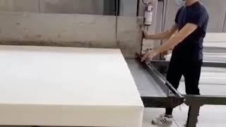 <p>Fasi della lavorazione artigianale che occorrono per la realizzazione di un materasso per divano prontoletto.</p>