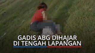 VIRAL Video Gadis ABG di Padang Dihajar di Tengah Lapangan, Korban Dibuat hingga Bersujud
