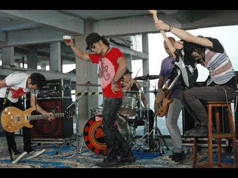 Slank - Balik Telapak Tangan (Official Music Video)