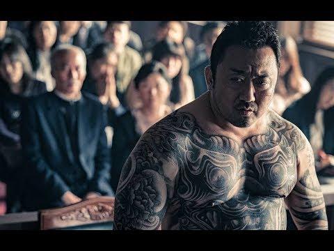 韓國最新票房冠軍:連環殺人犯得罪黑幫老大,老大自首進監獄追殺