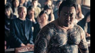 韩国最新票房冠军:连环杀人犯得罪黑帮老大,老大自首进监狱追杀,没有最狠只有更狠!