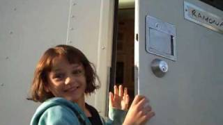 Рамона и Бизус, Joey King and Selena Gomez the first day of filming 'Ramona and Beezus'
