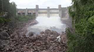 Спуск воды с плотины в Иматре / Imatrankosken näytös
