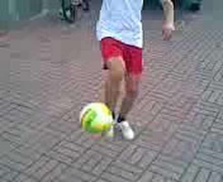 ragazzo ke fà 10 orologi cn il pallone