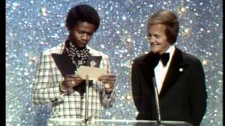 Diana Ross Wins Favorite Female Soul Artist - AMA 1975