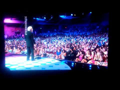 Kevin Hart Wins (Best Comedian) Award (видео)