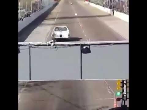 Сразу после старта гонщик улетел с трассы и перевернулся