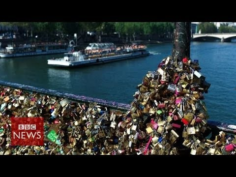 'Lovelocks' collapse Paris bridge rail - BBC News