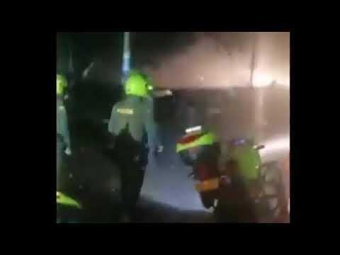 Atencion atentado contra estacion de policia en Santander de quilichao grabacion en vivo