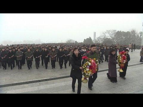 العرب اليوم - شاهد: كوريا الشمالية تُحيي الذكرى السابعة لوفاة الزعيم كيم جونغ إيل