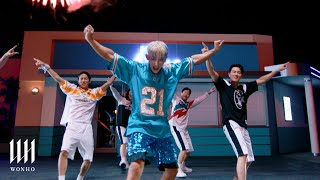 Kadr z teledysku BLUE tekst piosenki WONHO