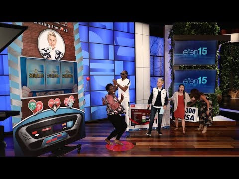Snoop Dogg Tests His Game Show Hosting Skills with Ellen's Slot Machines