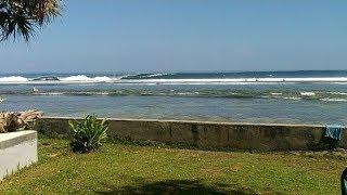 Keseruan Surfing di Ujung Bocur Krui Lampung