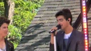 "The Jonas Brothers Sing ""PLEASE BE MINE!"" (BOP & TIGER BEAT)"